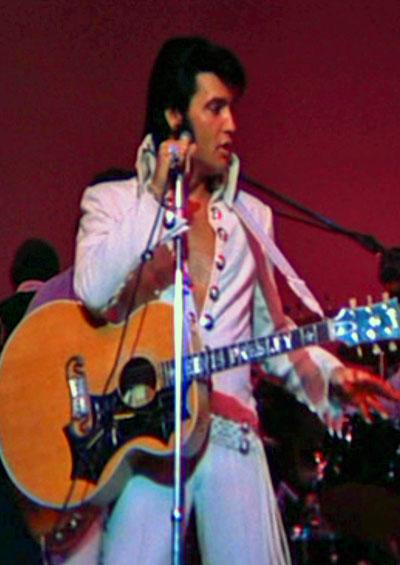 Elvis Presley performs live in August 1970