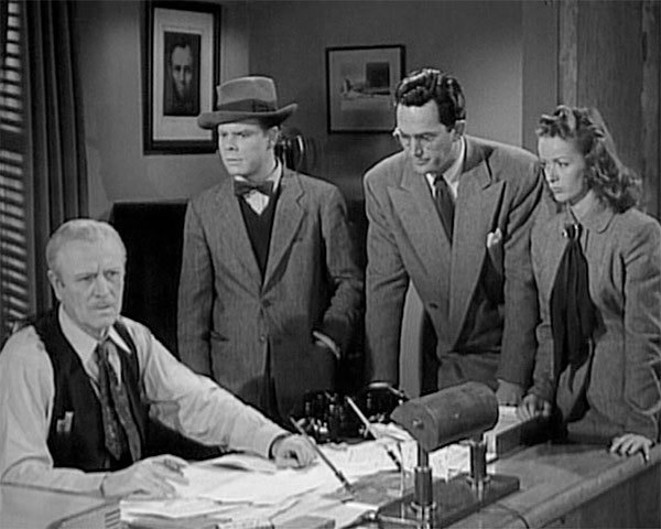 The staff of the DAILY PLANET (Pierre Watkin as Perry White, Tommy Bond as Jimmy Olsen, Kirk Alyn as Clark Kent, and Noel Neill as Lois Lane) in SUPERMAN (1948)