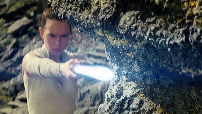 Daisy Ridley is Rey in THE LAST JEDI (Walt Disney, 2017)